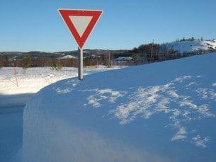 Vägen över fjället är dock en av huvudvägarna och därför oftast plogad