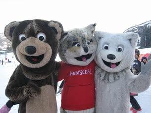 Hemsedals maskotar består av en björn, en varg och ett lodjur – alltså djur som lever i den norska naturen