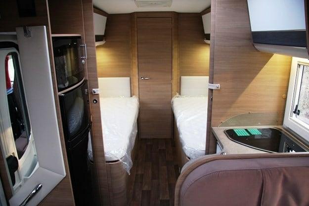 Planlösning med enkelsängar och stort badrum är en eftertraktad lösning i både husbilar och husvagnar.