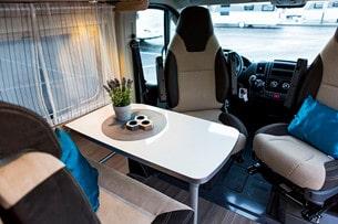 Sittgruppen i Road Car R 640. Bordet är tillräckligt stort för att fungera som matbord för åtminstone tre personer.