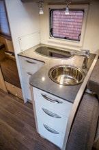Snygg kran till rund och djup vask.