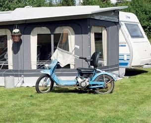 Det är mycket viktigt att du försäkrar dig om att tältet är helt torrt innan du packar ned det
