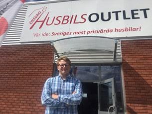 Här spenderade Gabriel sitt sommarlov – på Örebro Husbilsoutlet.