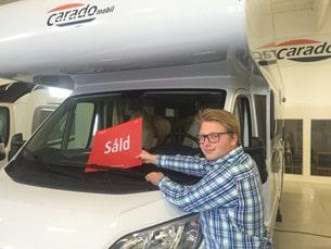 På bara en månad sålde Gabriel tjugo husbilar.