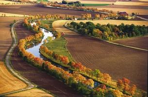 Längs den mer än 9 km långa kanalen växer 16 000 träd.