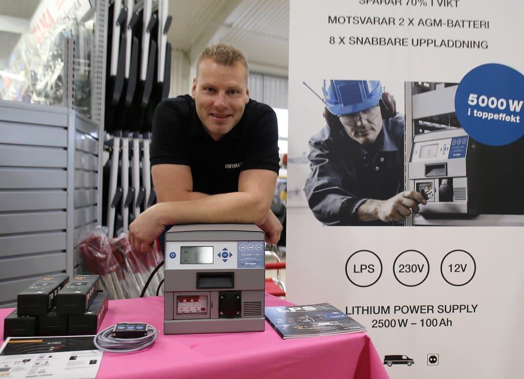 Fredrik Svensson från Awimex ser flera fördelar med Clayton LPS. – Bland annat längre driftstid och mycket snabbare uppladdning.
