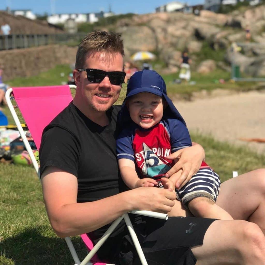 """Basse Widman driver Instagram-kontot """"Sveriges roligaste barn""""."""