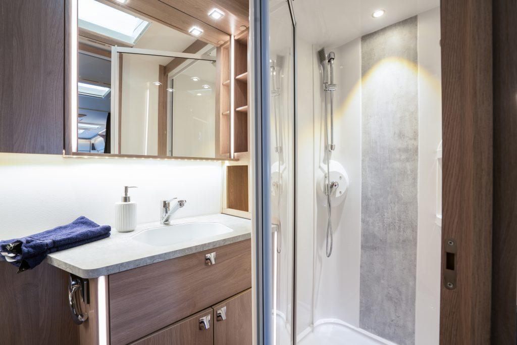 Ny duschkabin i TDL-varianten (Royal, Crown och Imperial).