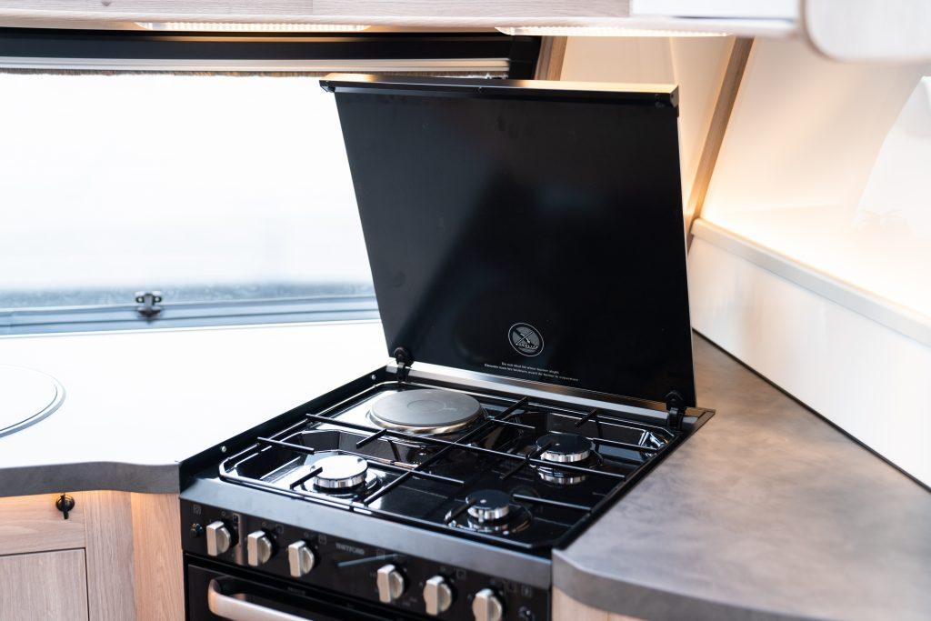 Royal-serien fårävenen ny 4-lågig spis frånThetfordsom har 230V varmluftsugn för effektivare värme.
