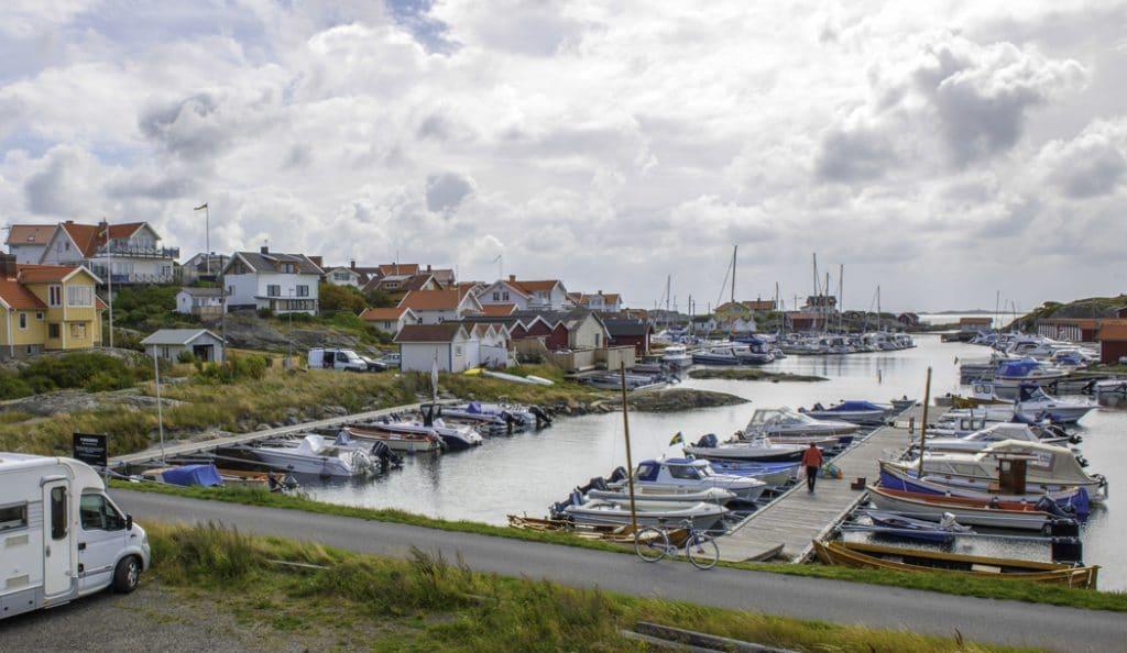 Att ta sig till och från Öckerö går lika bra med båt, bil eller buss från centrala Göteborg.