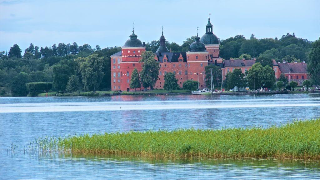 Bygget av Gripsholms slott påbörja-des av Gustav Vasa 1537.