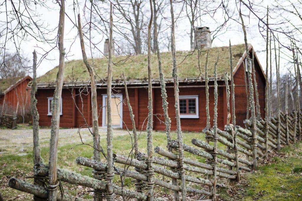 En av byggnaderna i Carl von Linnés födelseort Råshult.