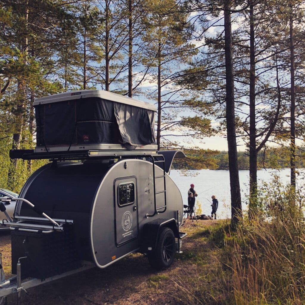 När kunderna hämtar vagnen är den redo att åka direkt ut på äventyr, all campingutrustning man behöver finns redan i vagnen.