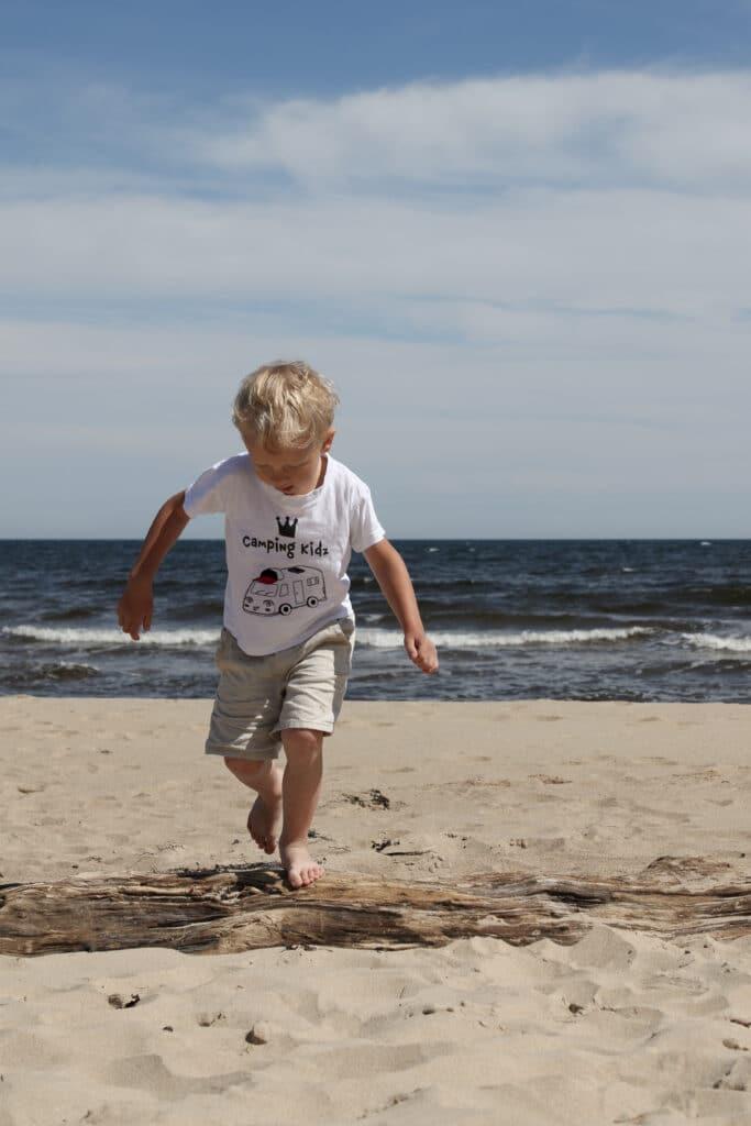 Hjalmar njuter av skånskt strandliv.