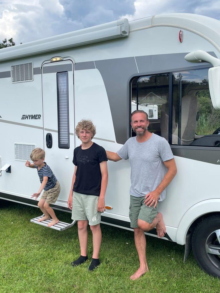 Familjen Öqvist åker Hymer husbil på väsatkusten.