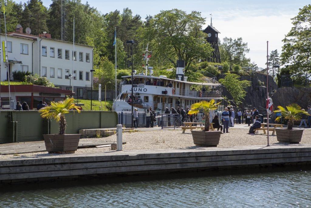 Med båten Juno kan man korsa genom hela Sverige på några dagar.