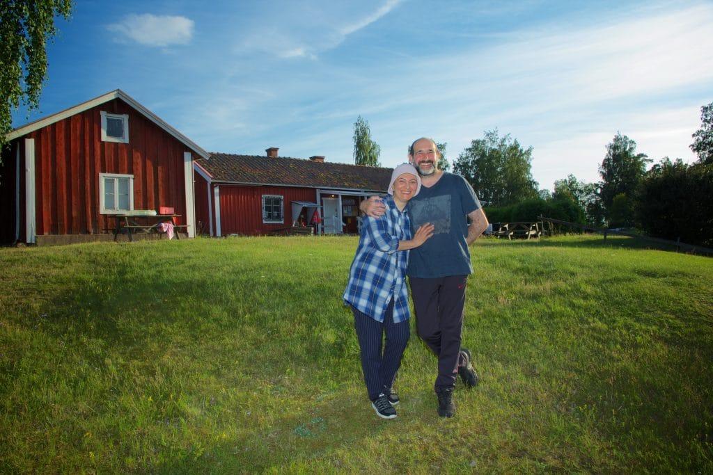 Serdar Yigit driver tillsammans med sin fru Melissa Hjälmaresunds camping.